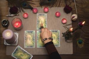 voyance-au-feminin-ch-les-oracles-outils-de-divination-predire-lavenir