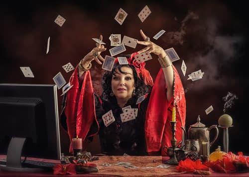 Les Oracles, outils de divination