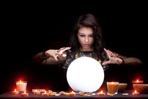 voyance-au-feminin-ch-article-blog-boule-cristal-blanche-lumineuse