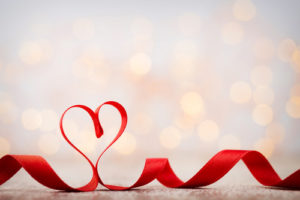 voyance-au-feminin-fil-rouge-amour-ruban-coeur